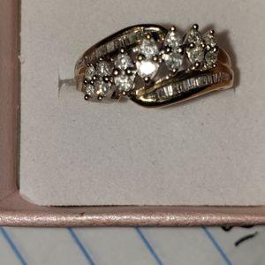 Jewelry - 10kt diamond ring